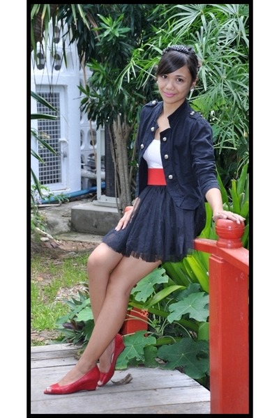 black stYLS blazer - red belt - red shoes - black skirt