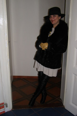 black overknee boots - white Glow dress - black coat - black hat