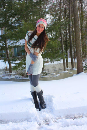 red American Eagle hat - white cynthia steffe dress - gray Target leggings - bla