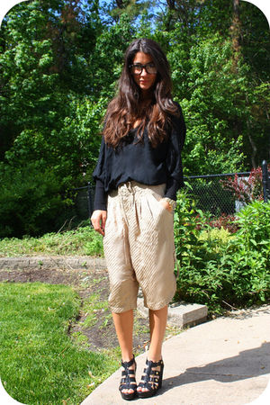 beige Falls pants - black Cynthia Vincent for Target shoes - black JNBY top