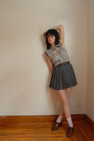 nom de plume blouse - Femmes de Carrire skirt - H&M socks - Fx Lasalle shoes - v