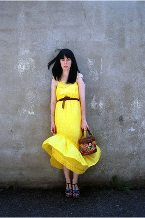 gold vintage dress - vintage belt - Bucket bag accessories - shoes