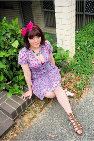 lace floral Alannah Hill dress - brown gladiator Rubi shoes shoes