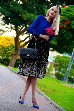 blue Zara shirt - black Chanel bag - blue suede Zara pumps