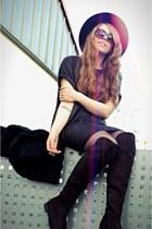 black Zara hat