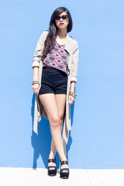 trench coat UNIF jacket - Urban Outfitters shorts
