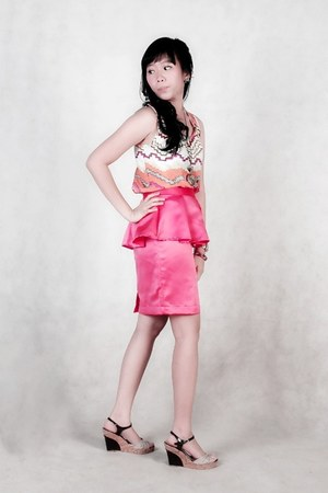 hot pink silk handmade skirt - light orange top - tan vnc wedges