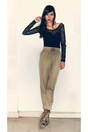 vintage blouse - Vanilla pants - ordered online shoes - Soule Phenomenon intimat