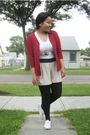 Red-divi-cardigan-white-suzy-shier-t-shirt-divi-necklace-beige-urban-behav