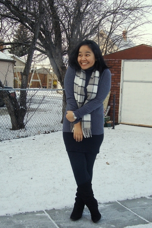 gray Mexx top - gray scarf - black Divi skirt - black garage leggings - brown le