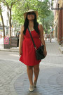 Red-lola-dress-beige-target-hat-black-daniel-footwear-bag