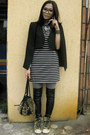Black-stripy-dress-dress-heather-gray-leggings-brown-bag-black-capevest-ca