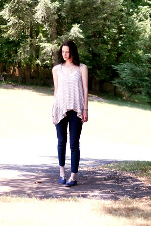 navy sneakers - navy denim Forever 21 leggings - beige shirt