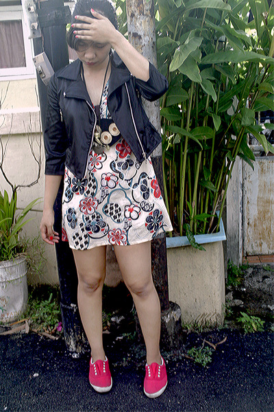 black jacket - beige dress - black necklace - red shoes