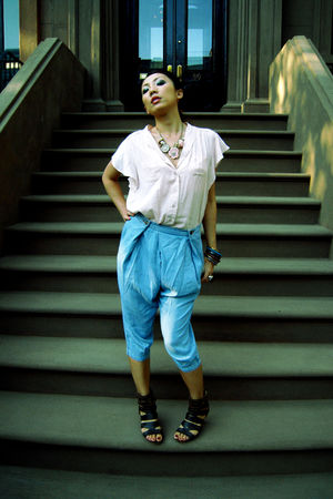pink random brand top - blue H&M jeans - Forever 21 necklace