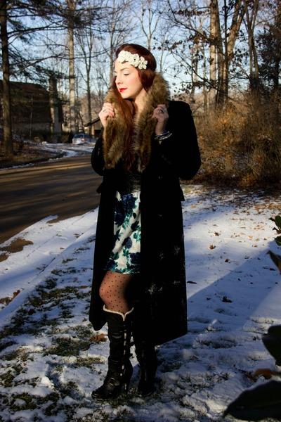 black buckles Aldo boots - black fur coat vintage coat - black tank Mossimo top