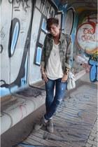 Dixie t-shirt - Guess jeans - Zara blazer - Isabel Marant sneakers