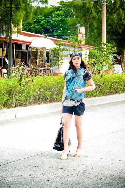 gray Una Rosa top - blue Promod vest - black Zara shorts - black Manels accessor