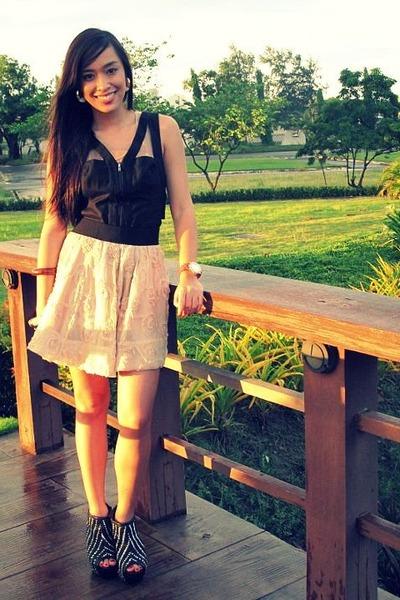 black Zara shoes - beige Forever 21 skirt - beige tank top Topshop top