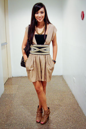 brown Trilogy dress - brown Manels shoes - black Glitterati belt - gold necklace