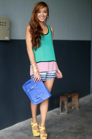 blue H&M shorts