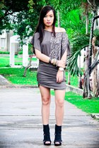 gray tunic Forever 21 top - black cut out boots Forever 21 shoes