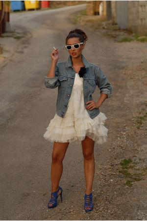 white unknown brand dress - blue Zara shoes - Levis Vintage Collection jacket -
