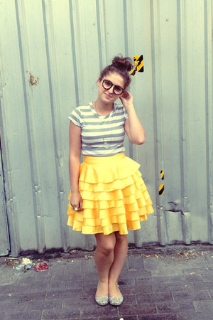 yellow Little Gracie skirt - silver striped tee Mink Pink t-shirt - silver flats