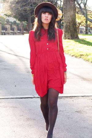 gold lanvin heels - red O&O dress