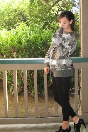 thrifted sweater - black Forever 21 leggings - black isaac mizrahi shoes