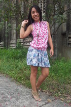 blue skirt - bronze heels - hot pink floral design top - brick red bracelet
