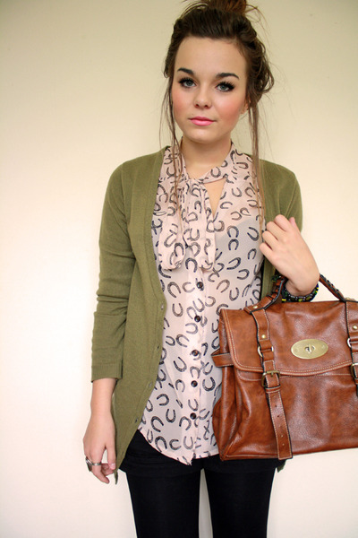 pink horseshoe print Primark shirt - brown alexa style bag bag