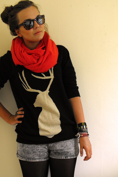 blue H&M shorts - red circle scarf handmade by rani cupcakecoturecom scarf