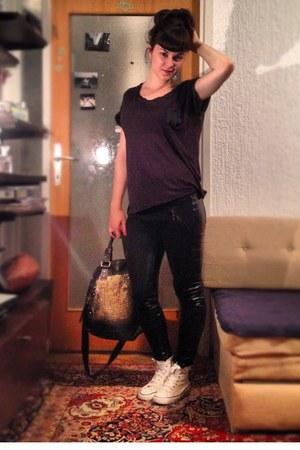 black H&M t-shirt - gold Sisley bag - white unknown sneakers - black Zara pants