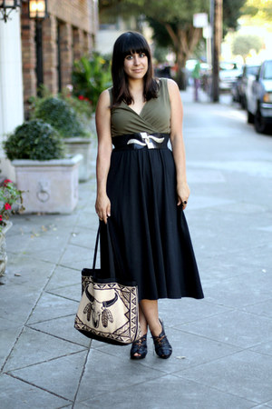 black vintage dress - beige thrift bag - black H&amp;M heels - gold vintage belt