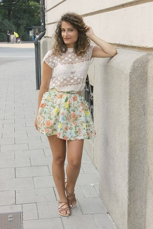lime green flower Chicwish skirt - white lace Zara top