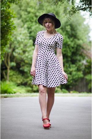 black floppy vintage hat - white spot thrifted vintage dress