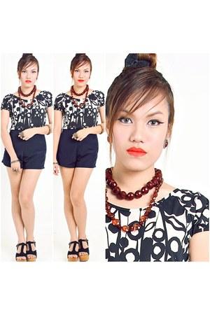 black blouse Lu Liam blouse - navy Copper shorts - black Lu Liam clogs
