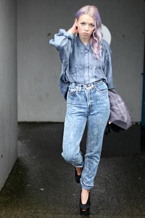 blue vintage shirt - blue Levis Vintage jeans - black acne pumps