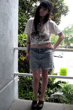 Levis shorts - Urban Outfitters shirt - Vintage clogs shoes