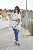 clockhouse cape - BLANCO pants - Carolina Boix heels