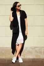 Gate dress - Monki coat - Adidas sneakers