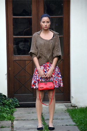light brown romwe sweater - red vintage bag - black hm flats
