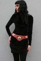 Red-vintage-belt