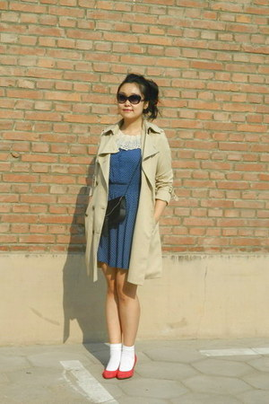 blue polka dots H&amp;M dress - camel me&amp;city coat - black Vintage from Mum bag