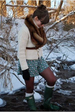 white vintage sweater - green lulus shorts - brown vintage scarf - brown Target 