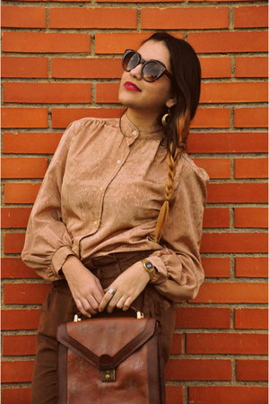 nude vintage blouse - burnt orange vintage bag - crimson unknown brand flats