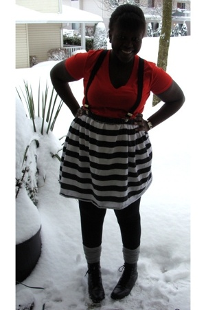 Gap t-shirt - - lo skirt - f21 socks - boots