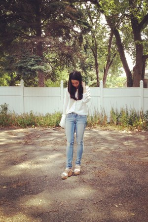 blue Levis jeans - white calvin klein shoes - white bag - white H&M blouse