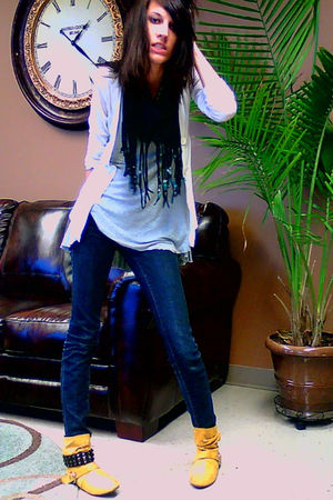 silver top - white cardigan - blue jeans - gold boots - black scarf